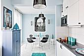 Küche und Esszimmer mit Mix aus Moderne und Orient