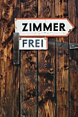 'Zimmer frei' (vacancy) sign on rustic board wall