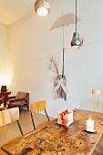 Vintage-Möbel in einem Café