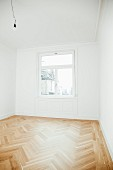Empty room in period apartment