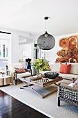 Wohnzimmer mit Naturtönen und Naturmaterialien