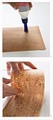 Wie man eine Glasvase mit Kork beklebt
