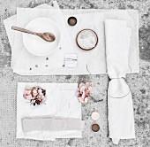 Utensilien zum Färben mit Hortensienblüten