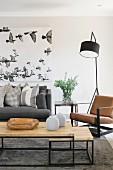Naturtöne im Wohnzimmer mit klarer Linie
