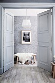 Gullwing door with cassette leaf in the boudoir in shades of gray