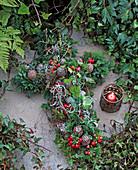 Grabschmuck: Kreuz auf Rohling; Zweige gesteckt von Thuja,