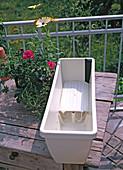 Balcony box with water storage