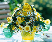 Biedermeier bouquet, Argyranthemum (Marguerite), ivy leaves