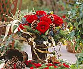 Strauß aus Rosen, Picea / Fichtenzweige