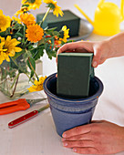 Summer arrangement, Prepare pot with floral foam