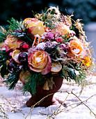 Rose rose 'Geisha', Pinus strobus silk pine, Citrus sinensis orange slices