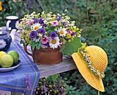 Leucanthemum (marguerite), Centaurea (cornflower), Alchemilla)