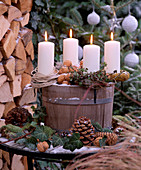 Wooden tub with 4 candles