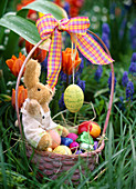Handle basket as Easter basket