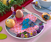 Easter eggs with napkin technique