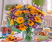 Heliopsis (oxeye), Scabiosa (wood scabious)