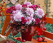 Arrangement with anemone-shaped chrysanthemums