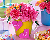 Bouquets made of Dianthus (carnation) in yellow cup