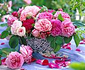 Wicker basket with historical roses 'Rose De Resht' (Pink)