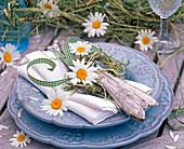 Argyranthemum leucanthemum flowers, wreath