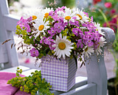 Bouquet with Argyranthemum, Phlox, Alchemilla