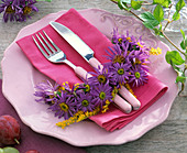Napkin decoration with aster