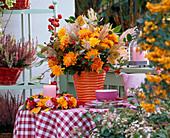 Strauß aus Chrysanthemum (Herbstchrysanthemen), Miscanthus (Chinaschilf)