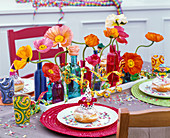 Carnival table decoration with papaver, streamers, confetti