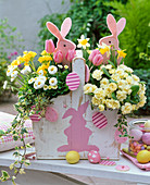 Basket with easter bunnies