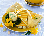 Napkin decoration with narcissus, yellow napkins, easter egg