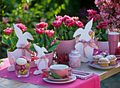 Pink table decoration with tulips for Easter