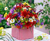 Bouquet of Lilium, Alchemilla, Leucanthemum