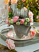 Cutlery in Glass Vase with Napkin, Pink Wreath (Rose)