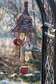Homemade feeding station for birds