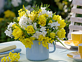 Bouquet planted with yellow and white Tulipa 'Monte Carlo', Narcissus 'Inbal'