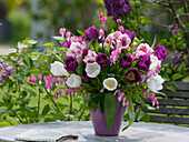 Frühlingsstrauß mit Tulipa (Tulpen), Dicentra spectabilis (Tränendem Herz)