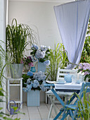 Dress wooden tubs with blue-white checkered foil