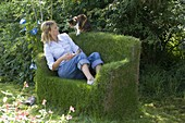 Grass sofa made of welded mesh and hare wire