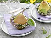 Heather wreath and pear as napkin deco