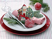 St. Nicholas wafer on crumbed napkin, sugared apples