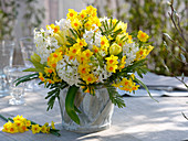 White-yellow bouquet with Narcissus 'Soleil D'Or'