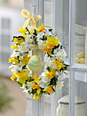 Fragrant Easter wreath in white-yellow