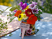 Small bouquet of flowers with edible flowers
