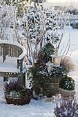 Wintery terrace arrangement