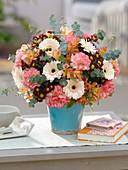 Gerbera Germini 'Cream Cafe', Dianthus, Chrysanthemum Madiba