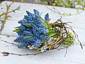 Small bouquet of Muscari in Salix wreaths