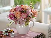Duftender Frühlingsstrauß : Rosa (Rosen), Ranunculus (Ranunkeln)