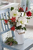 Red-white Winter bouquet with Hippeastrum 'White Peacock' 'Hummingbird Red' 'Red Lion