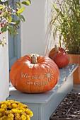 Pumpkin with message 'Wir sind im Garten' at the front door