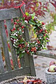 Autumn wreath from Symphoricarpos, Rose